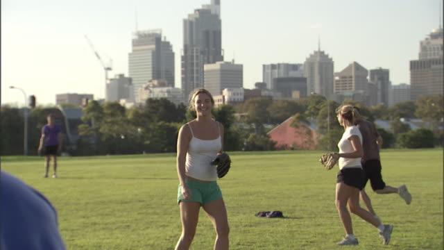 vídeos y material grabado en eventos de stock de ms, pan, tu, friends playing softball in park, sydney, australia - sófbol