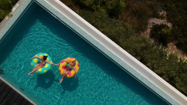 friends relaxing in the pool - abbronzarsi video stock e b–roll