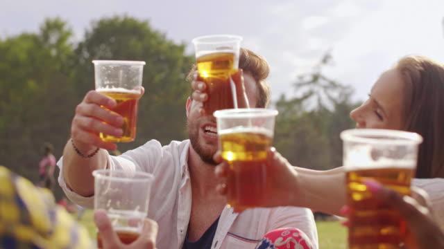 vídeos de stock e filmes b-roll de friends toasting/ katowice/ poland - evento de entretenimento