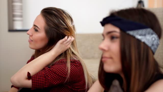 friends watching tv close up - lesbica video stock e b–roll