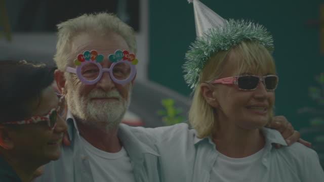 stockvideo's en b-roll-footage met vriendschap - oudere vrouwen