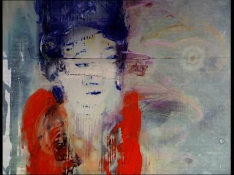 vídeos y material grabado en eventos de stock de frieze art fair in london's regents park dover street julian schnabel pointing to and discussing painting at new exhibition of his work at robilant... - entabladura