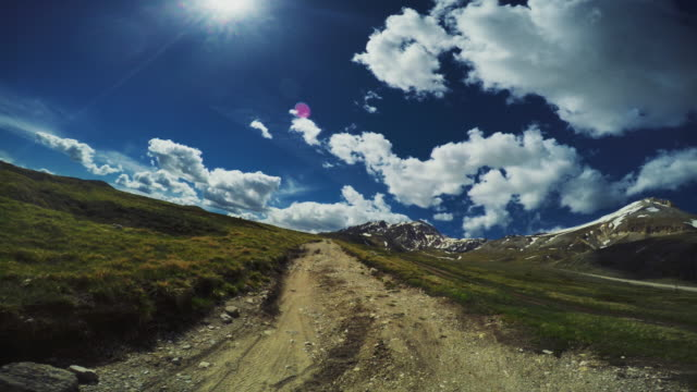 pov off-road 4x4 car driving on a mountain pass - strada in terra battuta video stock e b–roll