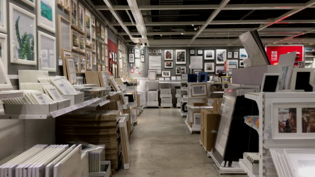 from 2012 to 2017 ikea expanded fast in china with a speed of opening three stores a year maintaining the fastest sales growth rate on the global... - espositore per negozio video stock e b–roll
