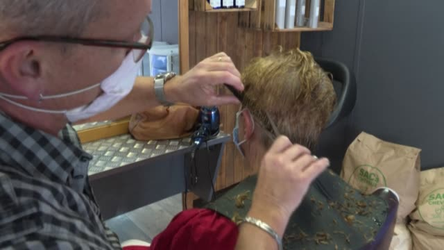 "stockvideo's en b-roll-footage met from a hairdresser's salon to a port in the var region: hair cut by the members of the ""coiffeurs justes"" association is transformed into rolls to... - var"