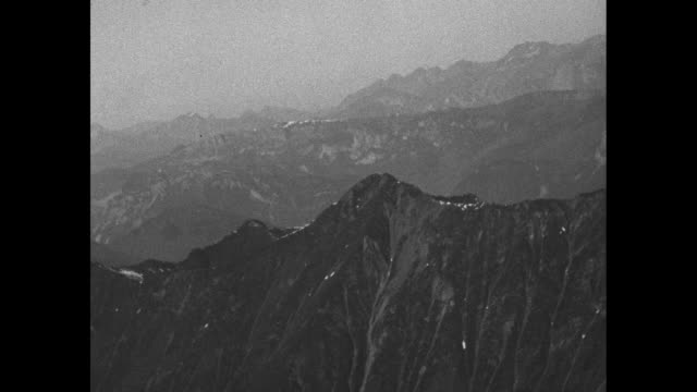 from and of bi-plane over the snowcapped peaks of the alps at 15,000 ft. above sea level / note: exact month/day not known; documentation incomplete - 水の形態点の映像素材/bロール