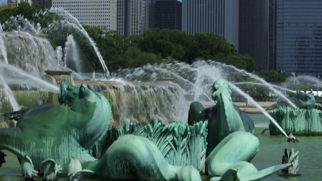 from art deco style sea horses in buckingham fountain to chicago skyscrapers - buckingham fountain stock videos & royalty-free footage
