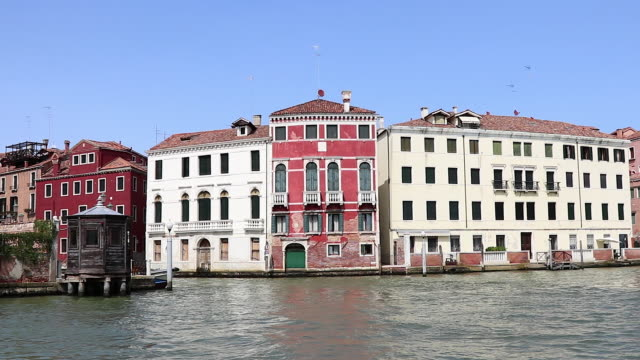 pov, from boat moving on grand canal, venice - イタリア点の映像素材/bロール