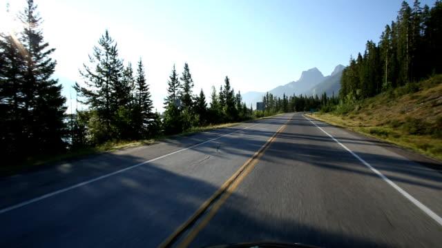 POV von Auto, denn es fördert auf der mountain road