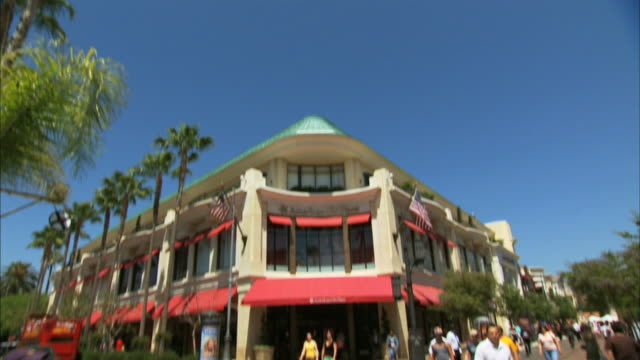 from clear sky to across street- american girl place store at the grove in los angeles. - the grove los angeles stock-videos und b-roll-filmmaterial