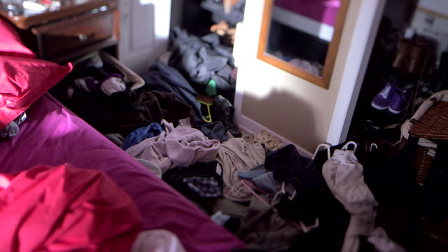 vidéos et rushes de dolly out from closet to messy bedroom - messy bedroom