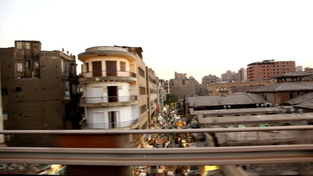 stockvideo's en b-roll-footage met pov from driving car out passenger window past cairo slums - caïro
