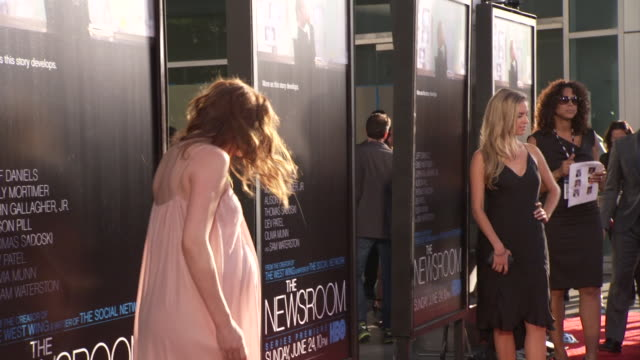from feet margaret judson posing for paparazzi on the red carpet at the arclight cinerama dome - シネラマドーム点の映像素材/bロール