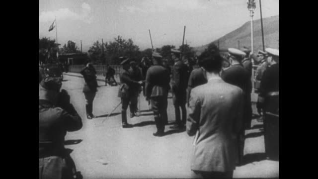 vidéos et rushes de [from german film seized by canadian government vo in german exact year not known except for paris ftg] troops possibly spanish march at the... - armée allemande