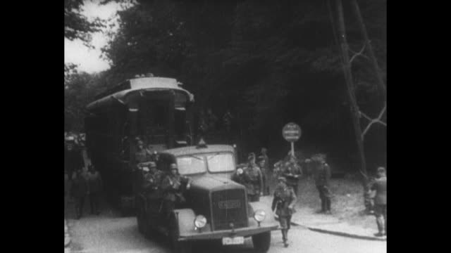 [from german film seized by canadian government vo in german] german title card loosely translated front report of propaganda company / montage... - armistizio video stock e b–roll