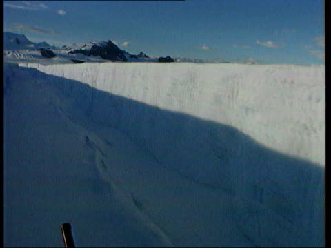 LIB EXCERPT from ITV television programme 'Antarctica on the Edge' Clean Feed Tape = D0509034 OR D0509035 00224400 00242600 Mix/Mix Programme as...