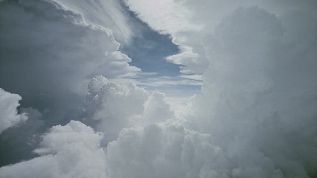 vidéos et rushes de pov from jet flying above and through clouds - blanc