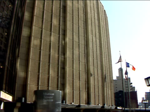 from large silver structure outside of msg w/ lettering, madison square garden, to msg building, silver structure. the garden, sports arena,... - fensterfront stock-videos und b-roll-filmmaterial