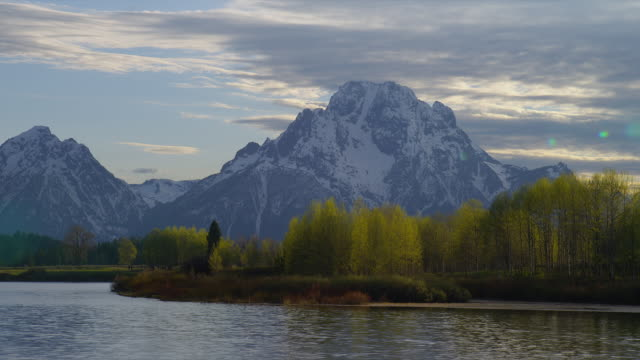 zoom out from medium to wide shot snowy mt moran and teton range with snake river at oxbow bend in foreground, grand teton national park, wyoming - mt moran stock videos & royalty-free footage