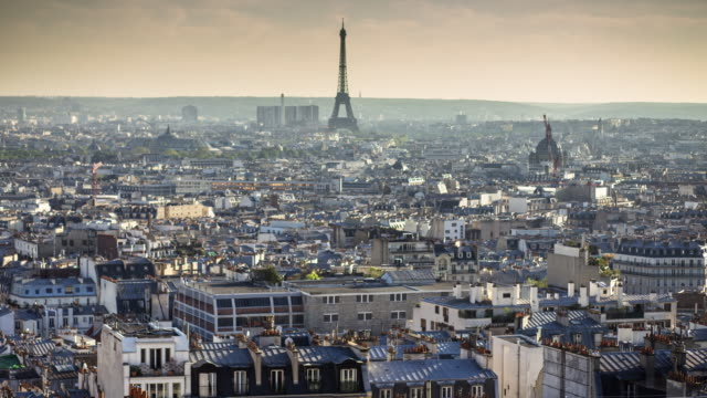 vidéos et rushes de from montmartre to the eiffel tower - t/l pan - toit