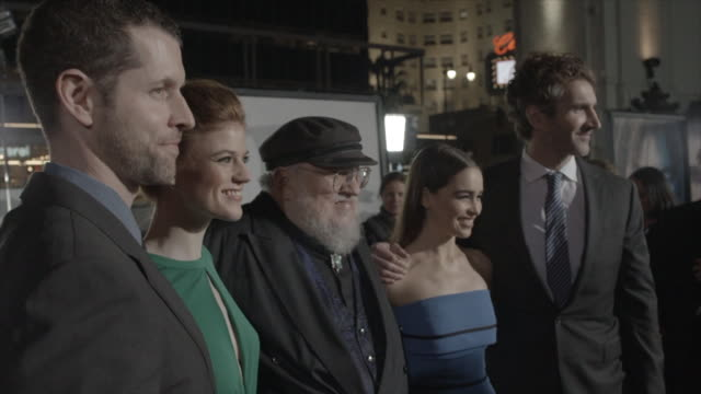 from paparazzi taking pictures to d.b. weiss, rose leslie, george r.r. martin, emilia clarke & david benioff posing on the red carpet at the tlc... - tlc chinese theater bildbanksvideor och videomaterial från bakom kulisserna