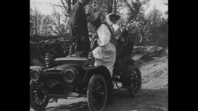 vídeos de stock, filmes e b-roll de [from paramount screen souvenirs 1931] [with added vo humorous narration throughout not part of original movie] title everybody who had a gasoline... - cadillac