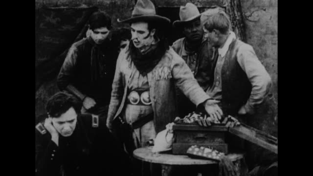 vidéos et rushes de [from paramount screen souvenirs collection; compilation undated] us cavalryman and elegantly dressed man play poker in saloon with cowboy; bartender... - poker