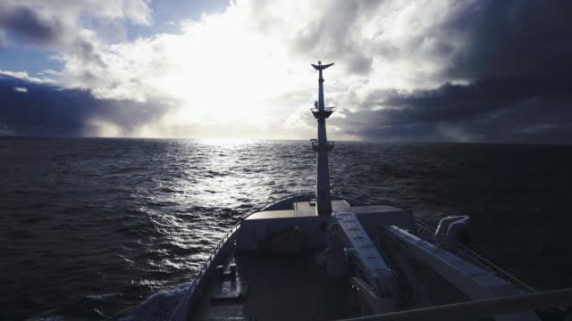 stockvideo's en b-roll-footage met vanaf de brug van een vissersboot in open zee - ruw
