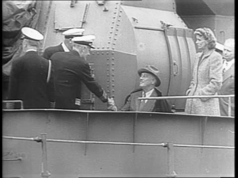from the deck of the uss cummings, president roosevelt greets officer and addresses large crowd gathered at the puget sound naval shipyard regarding... - pacific war stock-videos und b-roll-filmmaterial