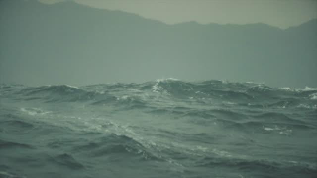 vídeos y material grabado en eventos de stock de desde la ventana del buey de un recipiente en el mar áspero - tosco