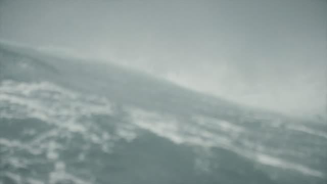 荒海の船のポートホール窓から - 北海点の映像素材/bロール
