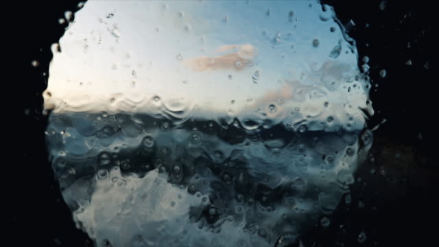 vidéos et rushes de de la fenêtre hublot d'un navire en mer agitée - hublot