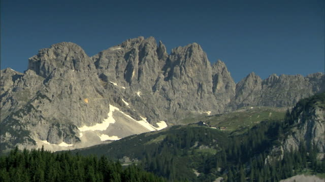 WS Mountain peaks evergreen trees treeline