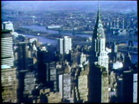 1973 ha ws zo from upper section of chrysler building to new york city cityscape/ usa/ audio - metlife hochhaus stock-videos und b-roll-filmmaterial
