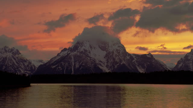 zoom out from wide to long shot clouds over mt moran and snake river at sunset, grand teton national park, wyoming - mt moran stock videos & royalty-free footage