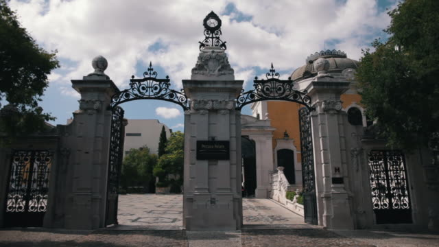 front door of classical pestana palace - palácio stock-videos und b-roll-filmmaterial