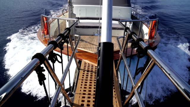 Vorderes Ende der Yacht. Yachttour.