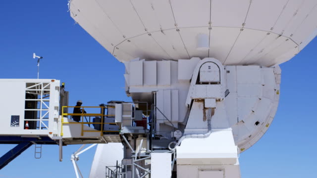 LS, TD A front end unit being fitted to an antenna at ALMA Observatory / San Pedro de Atacama, Chile