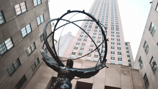 front entrance to new york city's rockefeller center. - rockefeller center video stock e b–roll