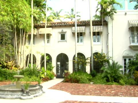 ms,  front facade of mansion,  miami,  florida,  usa - fächerpalme stock-videos und b-roll-filmmaterial