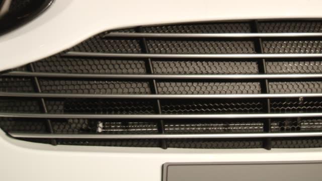 vídeos de stock e filmes b-roll de front grill view of aston martin cygnet aston martin cygnet launch on january 20 2011 in london england - grade de radiador