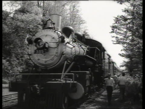 stockvideo's en b-roll-footage met b/w front of engine of parked steam train / new jersey / sound - locomotief