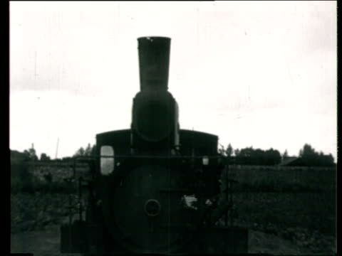 1923 montage b/w ws front of locomotive moving through site of the all-union agricultural exhibition/ ws workers standing on ramp at building site as freight train moves past/ moscow, russia - 1923 stock videos & royalty-free footage