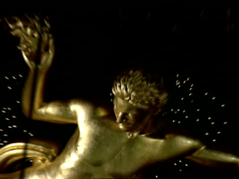 Front of Prometheus statue in Rockefeller Plaza ZO XWS Giant Norway Spruce w/ lights ON chorus gathered at base of statue