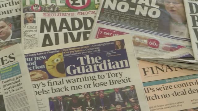 vídeos de stock, filmes e b-roll de front pages of british newspapers the day after uk mps voted to reject a no deal brexit - primeira página de jornal