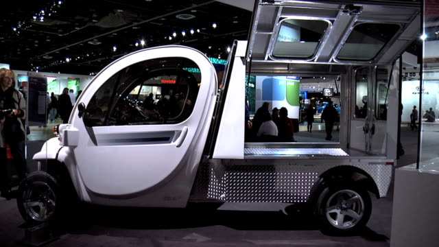 front quarter driver side view of gem xl hd electric vehicle / driver side profile / info sign 2011 gem xl hd montage at cobo hall on january 19,... - 北極星点の映像素材/bロール