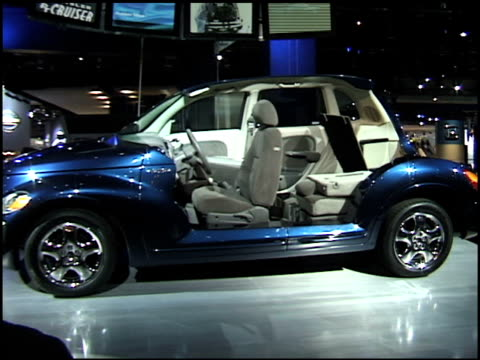 front quarter driver side view of pt cruiser with passenger compartment cutaway / driver side profile of cutaway / passenger side profile of... - cutaway video transition stock videos & royalty-free footage
