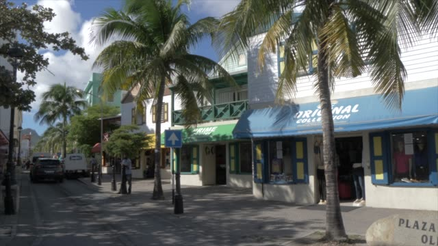front street in philipsburg, philipsburg, st. maarten, dutch antilles, west indies, caribbean, central america - gehweg stock-videos und b-roll-filmmaterial