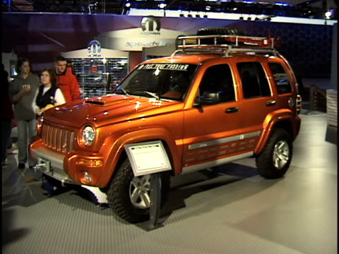 front three-quarter driver side view of jeep liberty with mopar accessories 2003 jeep liberty at cobo hall on january 14, 2003 in detroit, michigan - dreiviertelansicht stock-videos und b-roll-filmmaterial