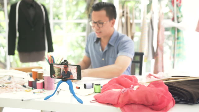 vídeos de stock e filmes b-roll de front view: male fashion designer share his knowledge on streaming - 30 34 years